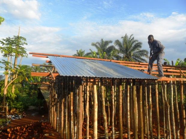Construction de la maison de l'enseignante ILAANI