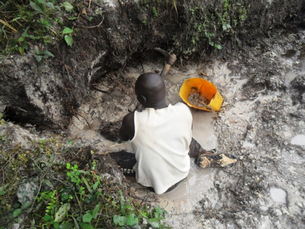 Extraction gravier pour latrines