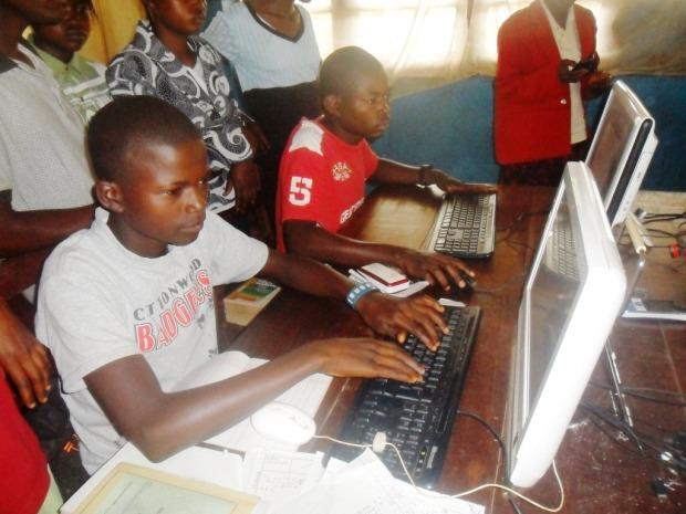 Séance d'apprentissage informatique pour les élèves