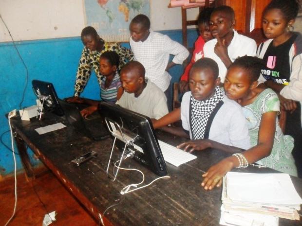 Séance d'apprentissage informatique pour les élèvesb