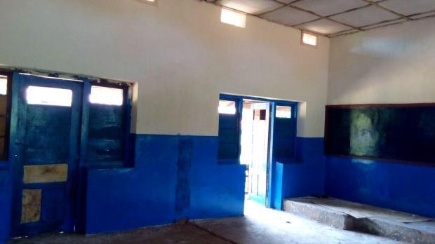 une ancienne classe entièremement réfectionnée pavement, plafonds, murs, portes et fenêtres